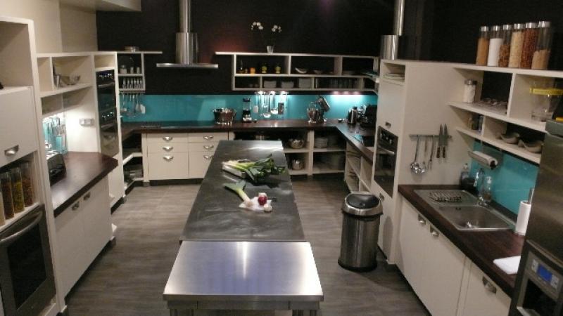 team building cuisine paris. Black Bedroom Furniture Sets. Home Design Ideas